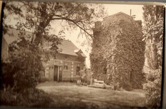 Château Dauderni 6 Garage et château d'eau