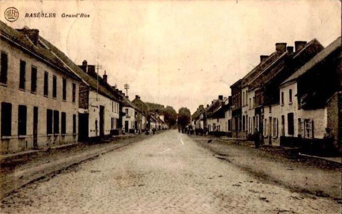 Rue grande vers 1920