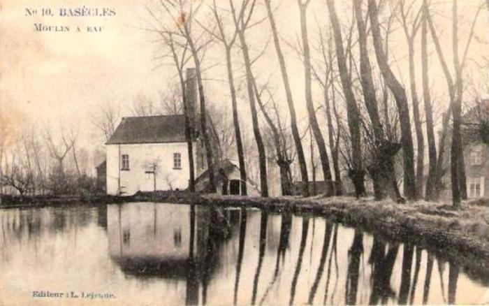 Moulin et son étang vus du Faubourg