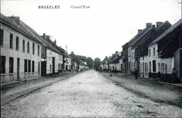 Rue grande vers Mons aprés le tournant de l'ancienne gendarmerie