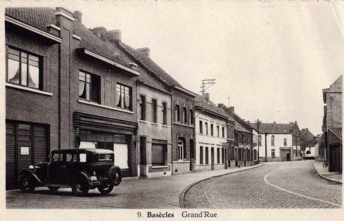 Rue grande vers l'ancienne gendarmerie